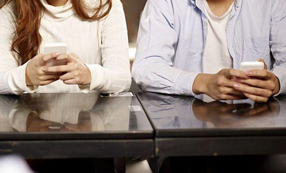 La persona promedio revisa su dispositivo unas 150 veces al día, según TomiAhonen Almanac. (Foto: Shutterstock)