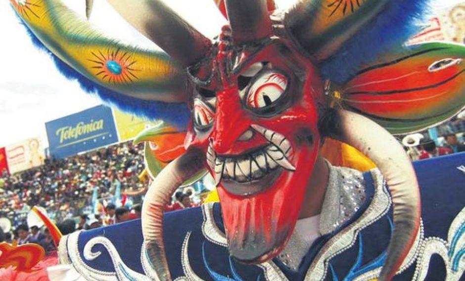 En la Candelaria participan más de 9 mil músicos y 40 mil bailarines vestidos con espectacular. (Foto: USI)