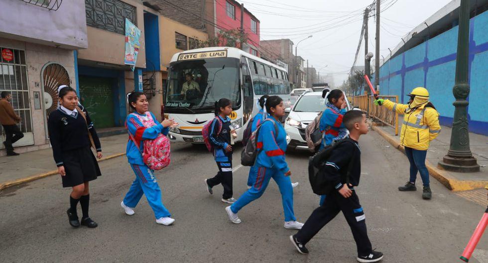 Dijo que la circulación de escolares a instituciones educativas cercanas afectó la fluidez vehicular. (Fotos: Lino Chipana)