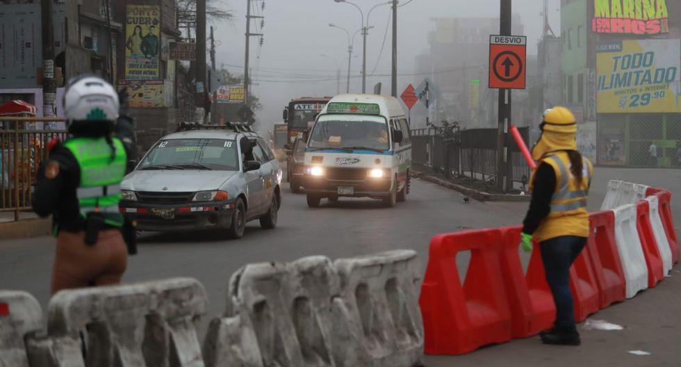 Se ha desplegado un contingente de agentes de la Policía Nacional del Perú (PNP) y fiscalizadores para brindar mayor fluidez a las vías alternas a la Carretera Central. (Fotos: Lino Chipana)