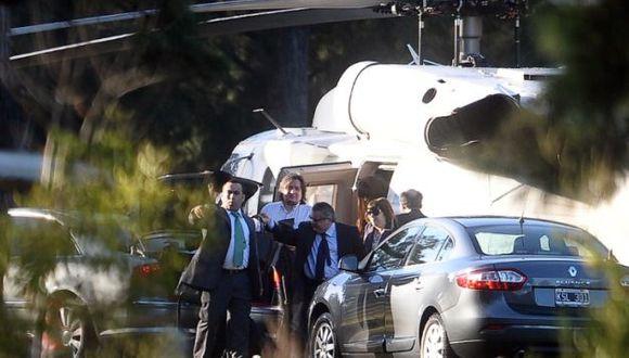 La mandataria argentina llega al hospital donde será operada. (Foto: AFP)