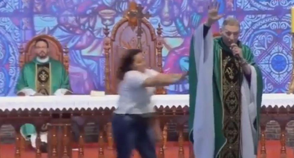 Famoso sacerdote de Brasil es agredido por una mujer en plena misa. (Foto: Captura)