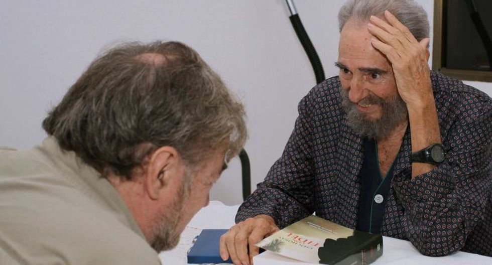 """Libro """"Cien horas con Fidel"""" de periodista Ramonet fue el más leído en Cuba en 2018. (Foto referencial: AFP)"""