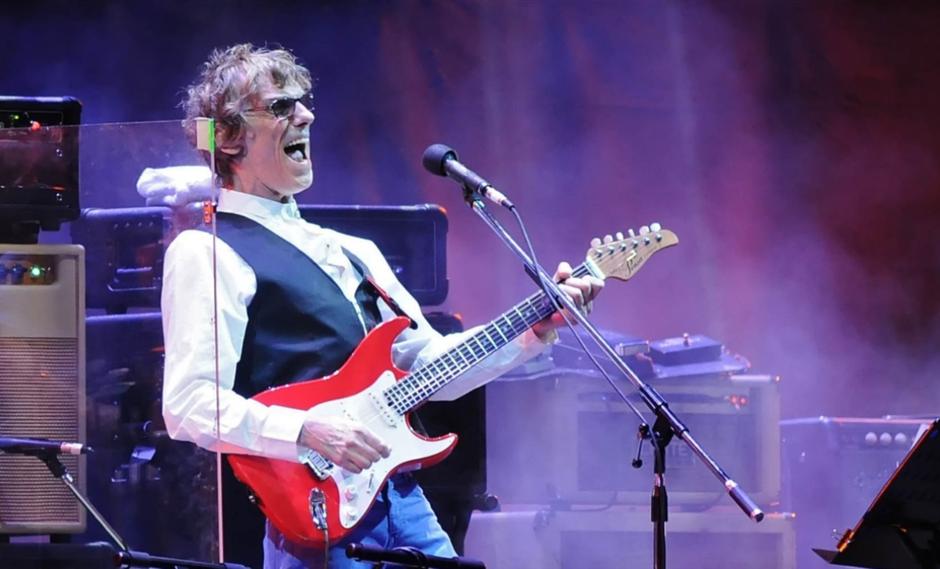 Luis Alberto Spinetta es considerado uno de los más importantes y respetados músicos en Latinoamérica. (Foto: AFP)