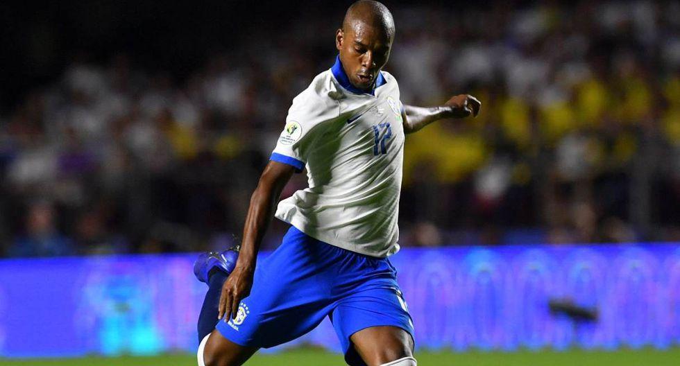 Fernandinho se recuperó y arrancará frente a Paraguay. (Foto: AFP)
