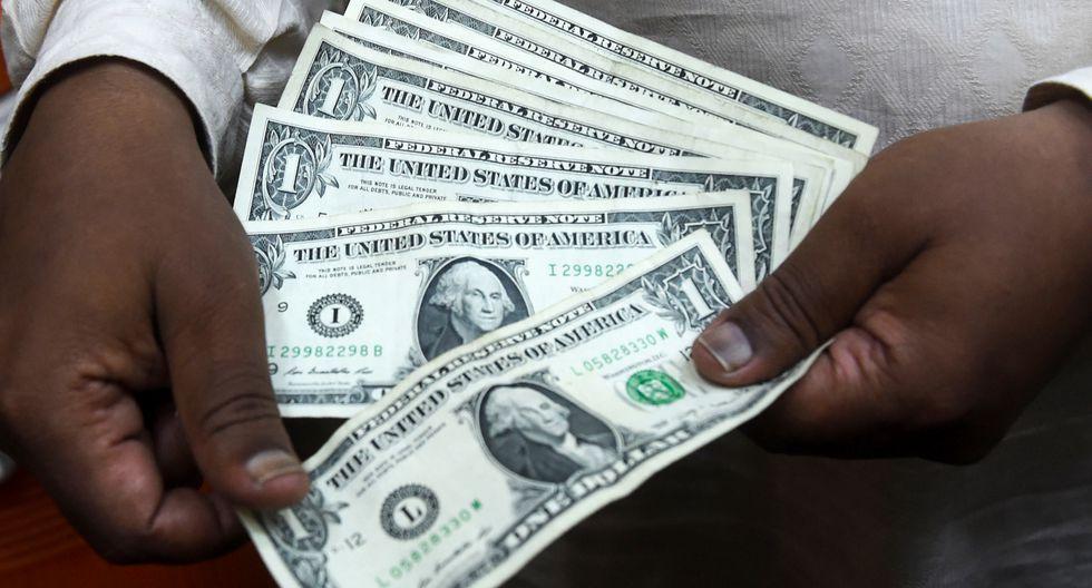 El dólar se ubica en S/ 3.380 (Photo by ARIF ALI / AFP)