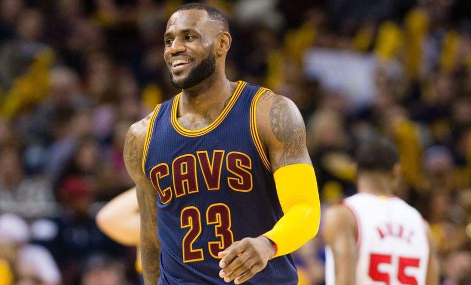 NBA: ¿Cuánto ganan los 10 basquetbolistas mejor pagados de esta liga?