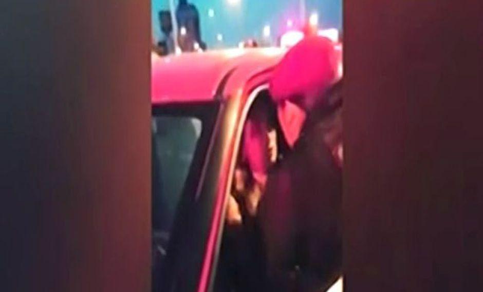 Liberan a mujer que agredió con un manotazo a policía en Cercado de Lima