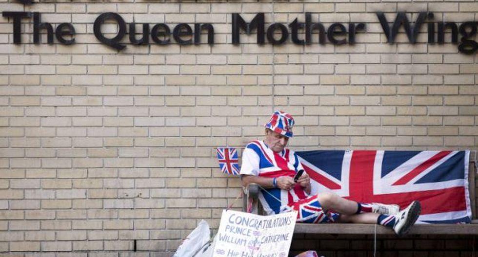Británicos esperan el nacimiento del hijo de Kate y William (Foto: AFP)