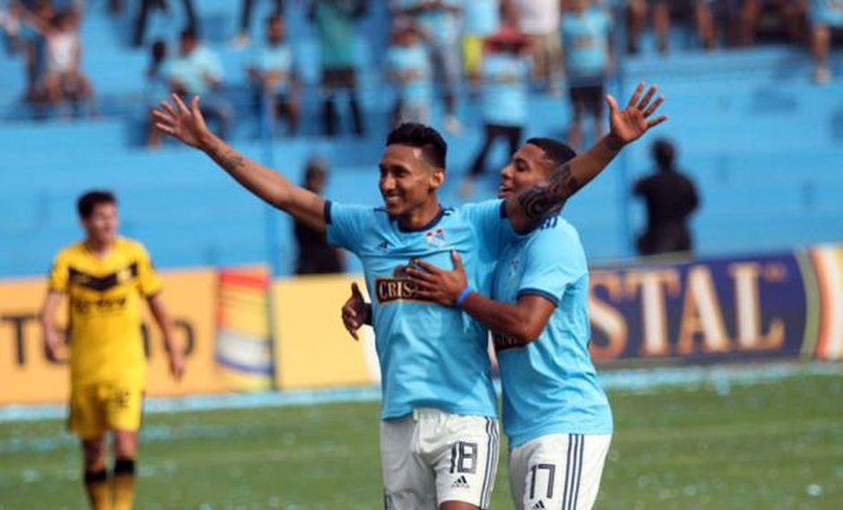 'Canchita' Gonzales sufrió un esguince en la rodilla izquierda el 22 de marzo en Nueva Jersey, en los minutos finales del amistoso entre Perú y Paraguay. (Foto: @CSCristal)