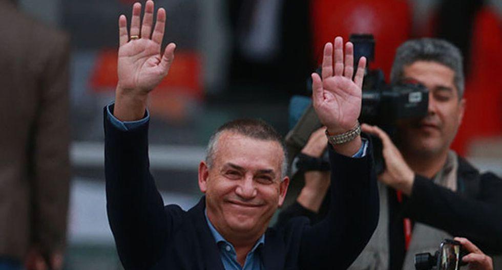 Daniel Urresti saludó a Jorge Muñoz por su victoria en las Elecciones 2018. (Foto: Agencia Andina)