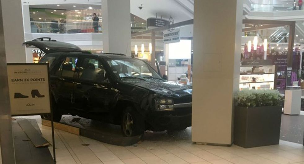 Sujeto generó pánico en un centro comercial de Chicago al conducir su camioneta dentro del establecimiento. Ahora afronta cargos por terrorismo. (Foto: @nbcchicago)