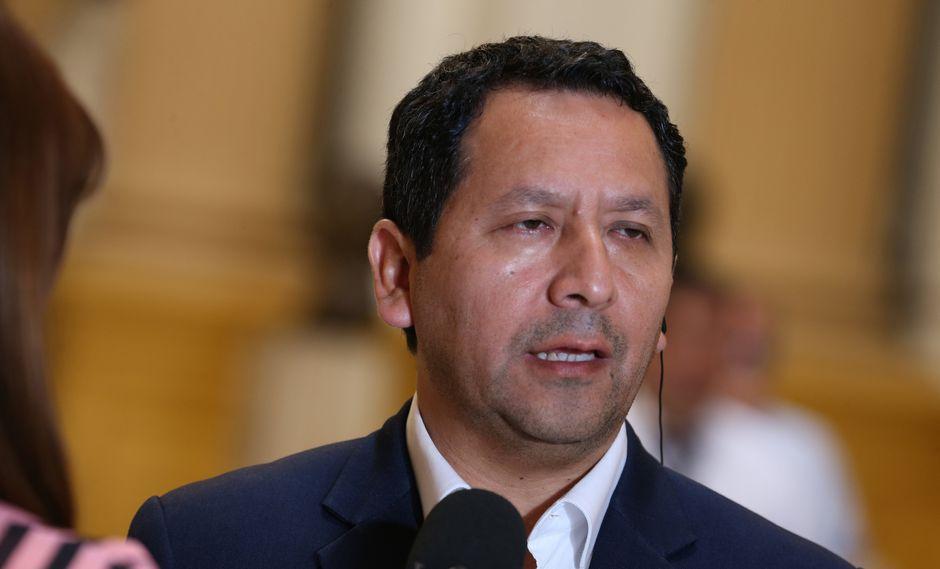 """Flores cuestionó que los legisladores busquen ir a sus regiones a hacer labores de representación """"si no escuchan al pueblo"""". (Foto: GEC)"""