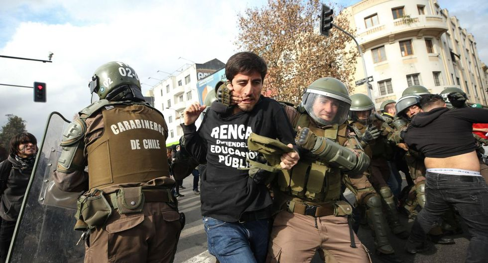 También hubo incidentes en marchas realizadas en las sureñas ciudades de Concepción y Temuco, mientras en otros puntos del país transcurrieron de forma pacífica.(Foto: EFE)