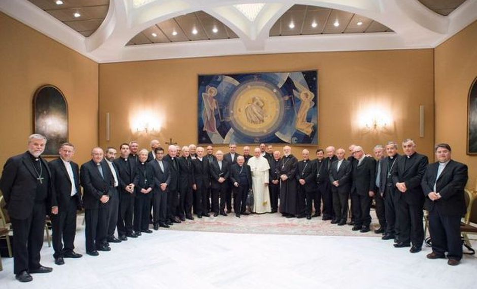 Obispos chilenos presentan renuncia ante el papa Francisco. Foto: Twitter