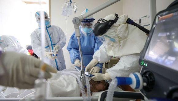 Confirman la muerte de un ciudadano peruano por el COVID-19 en Madrid. Imagen referencial de un hospital de Wuhan, China. (AFP).