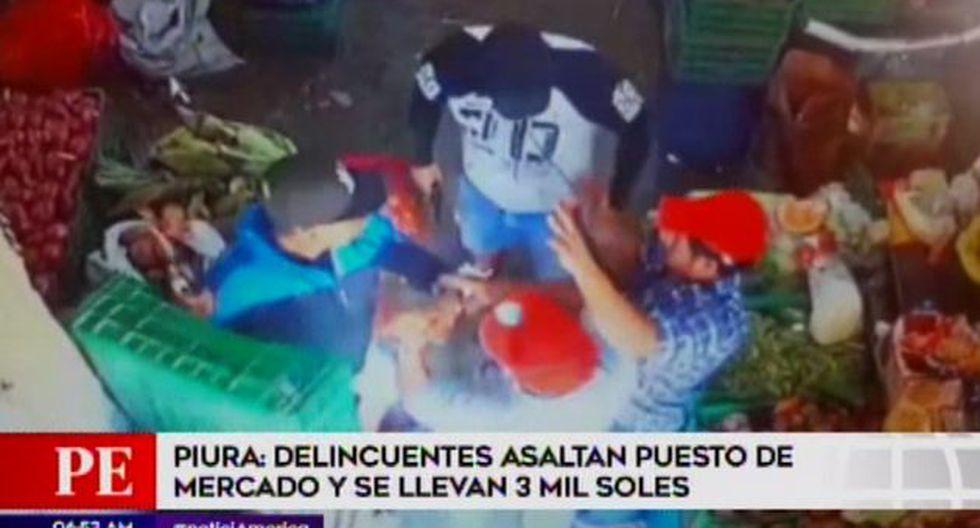 Delincuentes asaltan puesto de mercado y se llevan S/ 3 mil. (Captura: América Noticias)