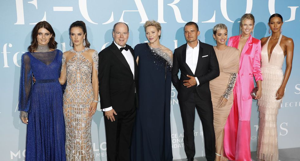 La foto con la Familia Real de Mónaco se dio durante una gala celebrada en la Ópera de Montecarlo. (Foto: EFE)