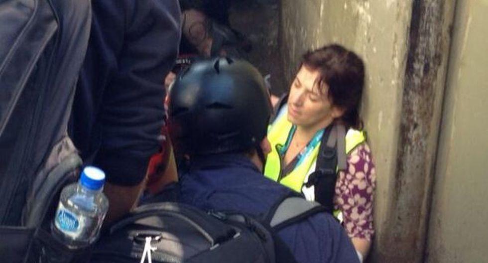 Dos periodistas de la cadena CNN resultaron heridas tras ser impactadas por las esquirlas de una bomba aturdidora lanzada por los agentes del orden. (Foto: O Globo)