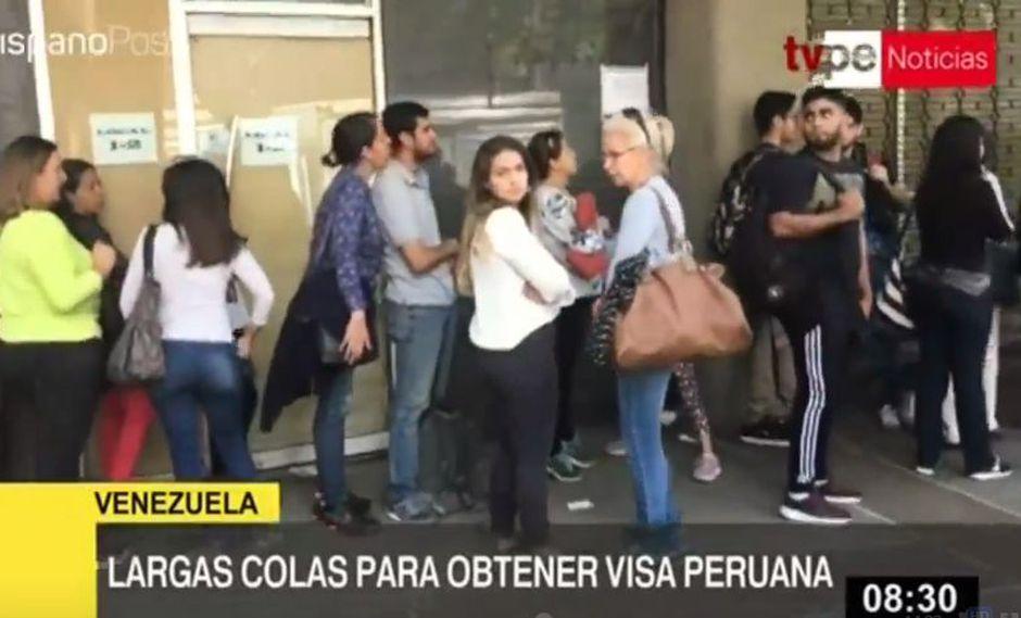 Venezolanos esperan conseguir el pasaporte con el visado humanitario para que puedan ingresar al territorio nacional. (Captura: TV Perú)