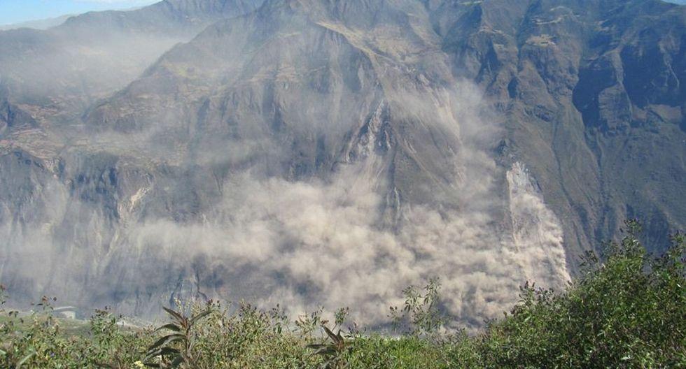 La polvaredaoriginada por deslizamientos en el cerro Chamanayoc viene afectando a habitantes de Huancarama y Tamburco, así como la ciudad de Abancay.(Foto: Facebook/Fuerza Informativa/TV Digital)