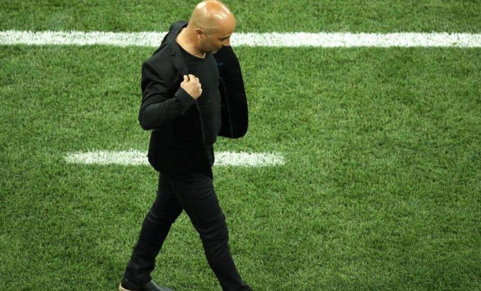Jorge Sampaoli aún tiene contrato para dirigir la selección argentina pese al fracaso en el Mundial.