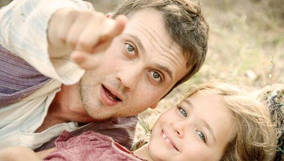 """Titulada en inglés """"Miracle in Cell No. 7"""", la película cuenta la desgarradora historia de Memo y su hija Ova (Foto: Netflix)"""