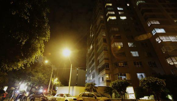 Los vecinos del edificio, donde habitan 250 familias, se encuentran con temor pues creen que podría desarrollarse un foco de contagio en el lugar. (GEC)