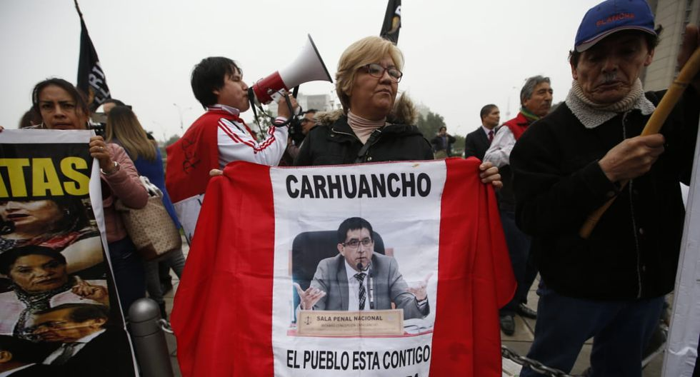 Mientras, otro grupo se mostró a favor de que cumpla la prisión preventivadictada por Richard Concepción Carhuancho el 31 de octubre del 2018 y confirmada el 4 de enero de este año. (Fotos: Mario Zapata)