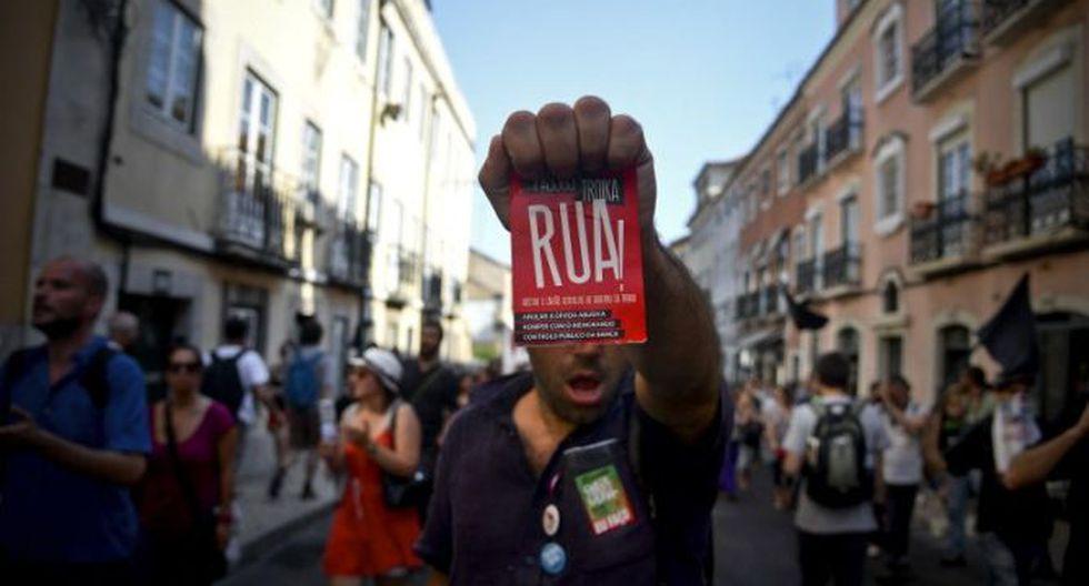 Portugueses salen a las calles de Lisboa contra las medidas de austeridad del gobierno (Foto: AFP)