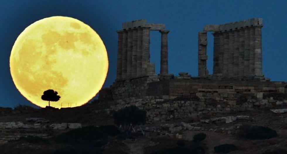 La superluna hizo su espectáculo en Atenas, Grecia (Foto: AFP)