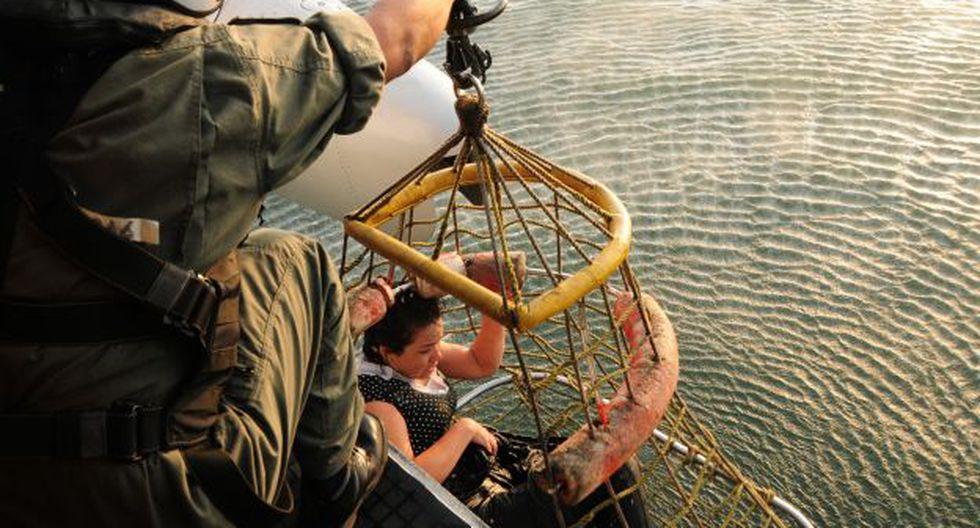 Rescate de una de las sobrevivientes. (Foto: USI)