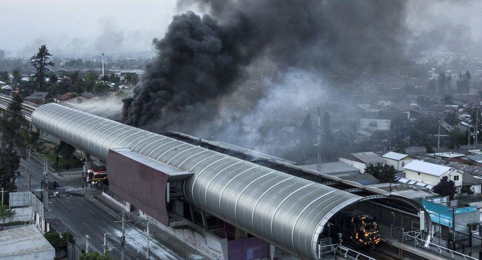 Los disturbios, saqueos e incendios disminuyeron, pero siguen registrándose incidentes en varios puntos del territorio. (Foto: AFP)