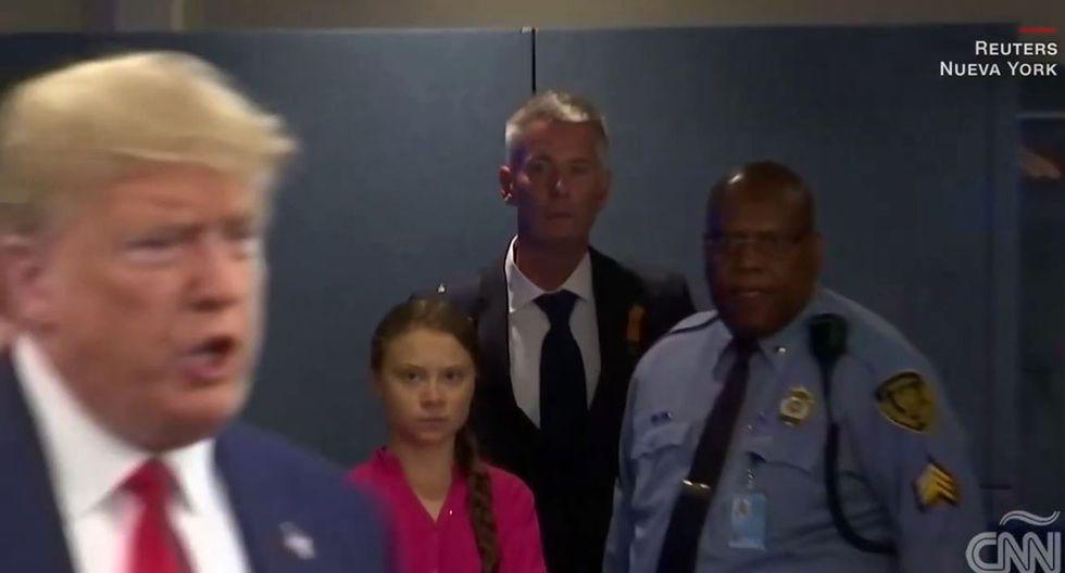Greta Thunberg vio pasar al presidente de Estados Unidos, Donald Trump, y le dirigió fulminante mirada. (Foto: Captura de video)