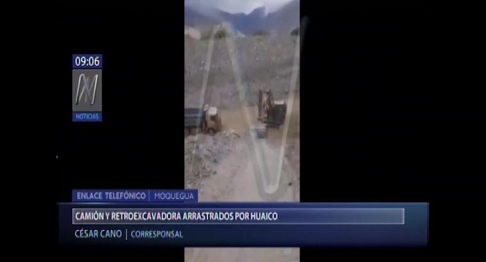 Conductores optaron por saltar de sus unidades y nadar a la orilla del río tras el huaico en Moquegua. (Foto captura: Canal N)