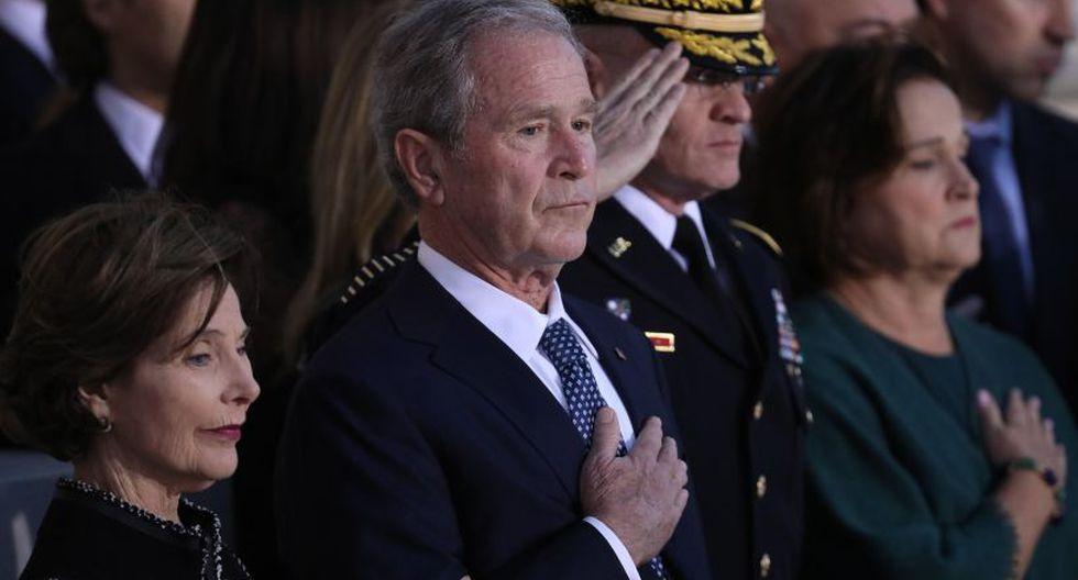 Después, el féretro de Bush padre, como se le conocía para diferenciarle de su hijo, el también ex presidente George W. Bush, será trasladado a Houston para recibir un último adiós por parte de su familia. | Foto: EFE