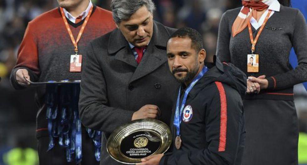 """""""Mi aspiración fue retirarme de la selección en un nivel competitivo y creo que lo logro"""", destacó el defensor chileno al confirmar su alejamiento del equipo de Rueda. (Foto: AFP)"""