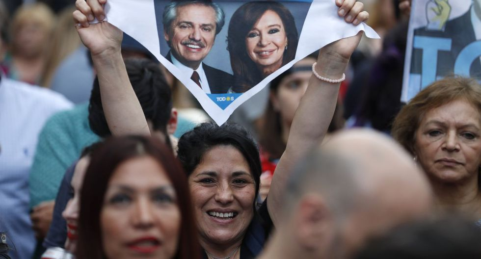 La votación finalizó y los sondeos de boca de urna daban como ganador a Fernández en todo el país. (Foto: AP)