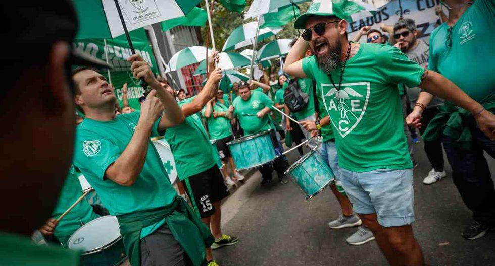 Sindicatos, trabajadores y organizaciones sociales se sumaron a la movilización convocada por la Confederación General del Trabajo. (Foto: EFE)