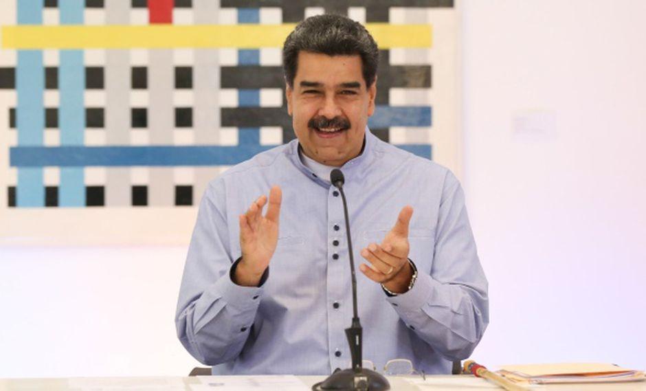 Maduro regala guitarra a Roger Waters para agradecerle críticas a sanciones de Estados Unidos