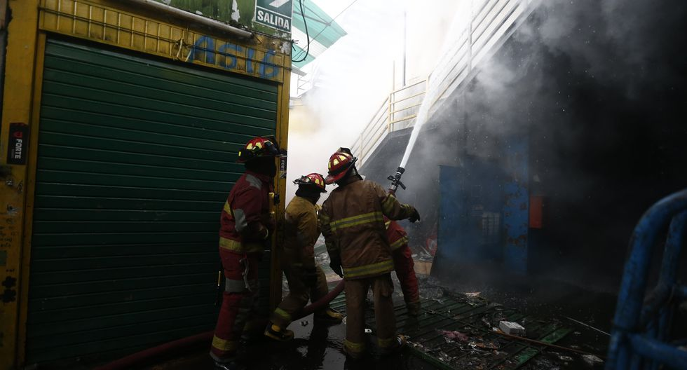 Durante la celebración de la Navidad, bomberos atendieron diversas emergencias en Lima. (Foto: GEC/Referencial)
