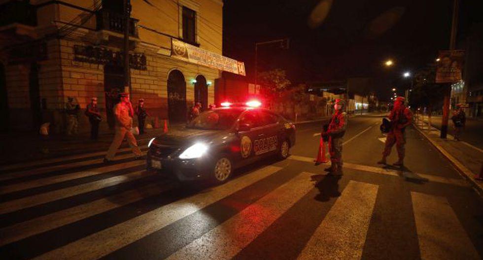 Militares y policías han salido a las calles para resguardar a la población en el estado de emergencia. (GEC)