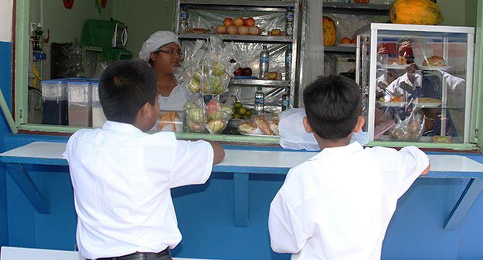Las autoridades buscan que sea óptimas las condiciones en que son vendidos los productos en los colegios públicos y privados. (Foto: Minsa)