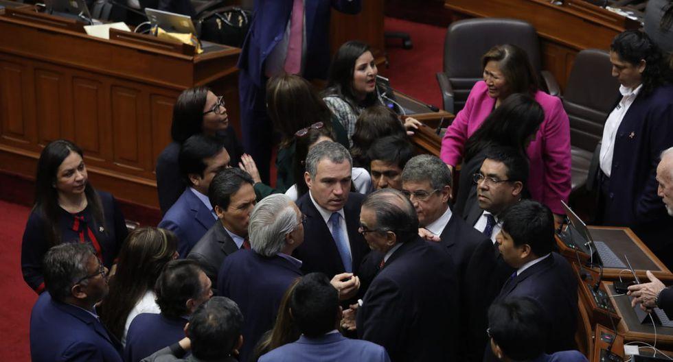 El primer ministro, Salvador del Solar, pudo ingresar al pleno luego del reclamo de varias bancadas por haber cerrado las puertas del hemiciclo. (Foto: GEC)