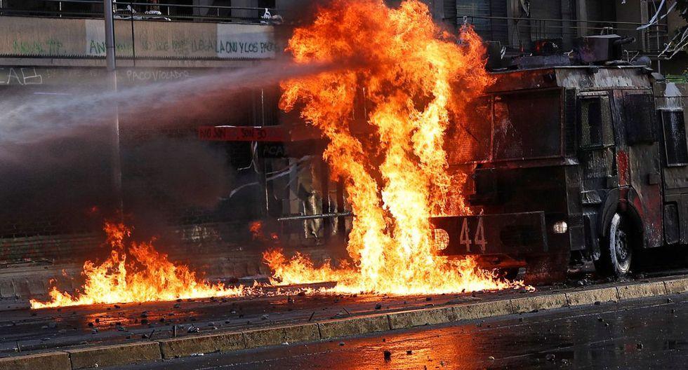 En esta vorágine de movilizaciones que se han replicado en el puerto de Valparaíso, donde se encuentra la sede del Congreso, y en Concepción, en el sur del país, entre otras regiones, el gobierno contabiliza hasta ahora 20 muertos y más de 9 mil detenidos desde el comienzo de las protestas el 18 de octubre. (Foto: AFP)