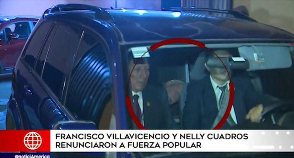 El parlamentario Carlos Tubino, aparentemente no quiso opinar sobre tema y optó por evadir a los periodistas escondiéndose en el interior de su vehículo. (Foto: Captura 'América Noticias')