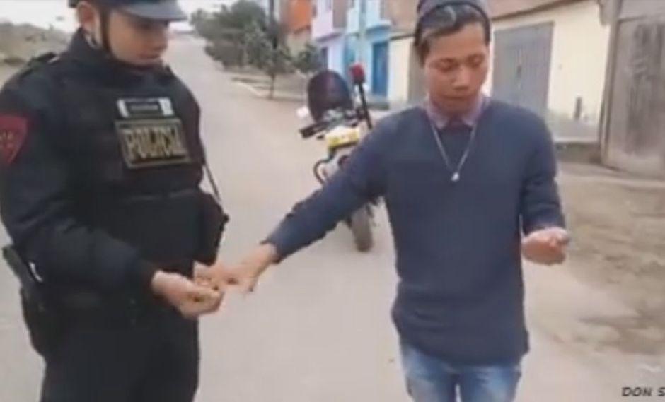Sorprende con truco a policía y se vuelve viral en redes sociales