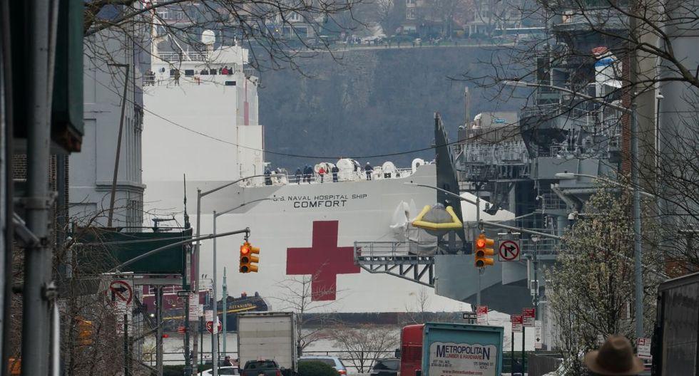 """El USNS Comfort partió este sábado de Norfork (Virginia) y empezará a funcionar este martes con la misión de """"atender a los neoyorquinos que no tengan el virus pero que requieran de atención (médica) urgente"""" para así poder liberar capacidad en los hospitales, según explicó el presidente Donald Trump. (Foto: AFP/Bryan R. Smith)"""