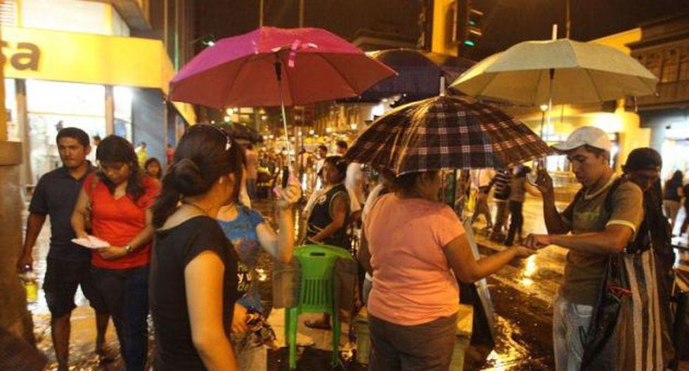 La lluvia sorprendió a los limeños la noche del domingo. (Foto: GEC)