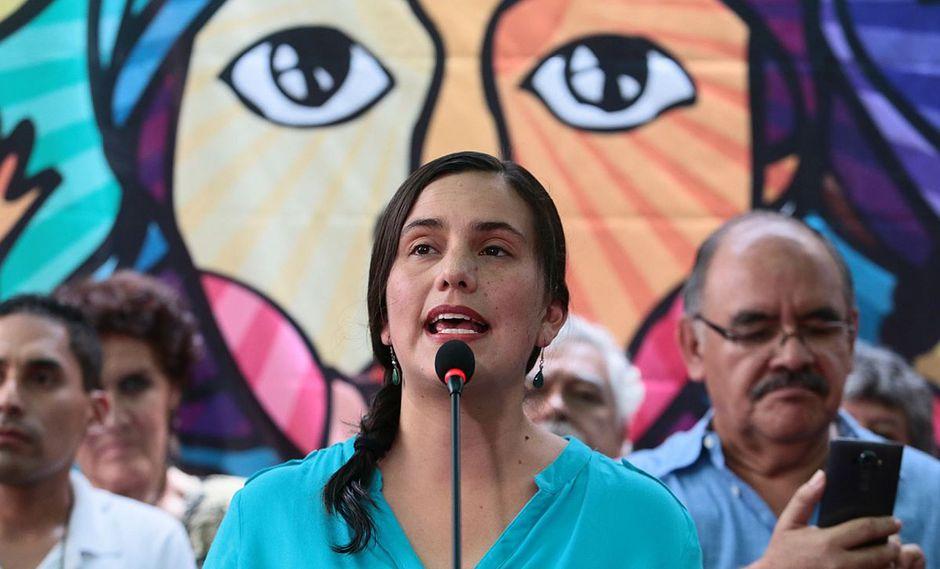 Verónika Mendoza señaló que Guzmán debería explicar por qué abandonó raudamente edificio en Miraflores dejando a su acompañante. (Foto: Andina)